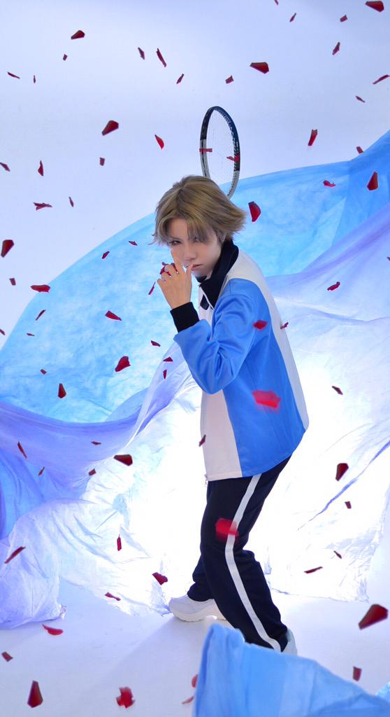 20-cosplay-pics-that-show-the-true-struggles-of-photoshoots 20 Cosplay Pics That Show The True Struggles Of Photoshoots