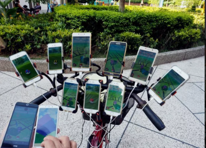 70-Year-Old Pokemon Hunter Grandpa Uses 11 Smartphones To Catch 'Em All